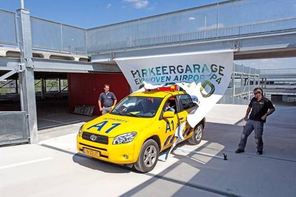 Nieuwe parkeergarage eindhoven airport officieel geopend for Auto interieur reinigen eindhoven