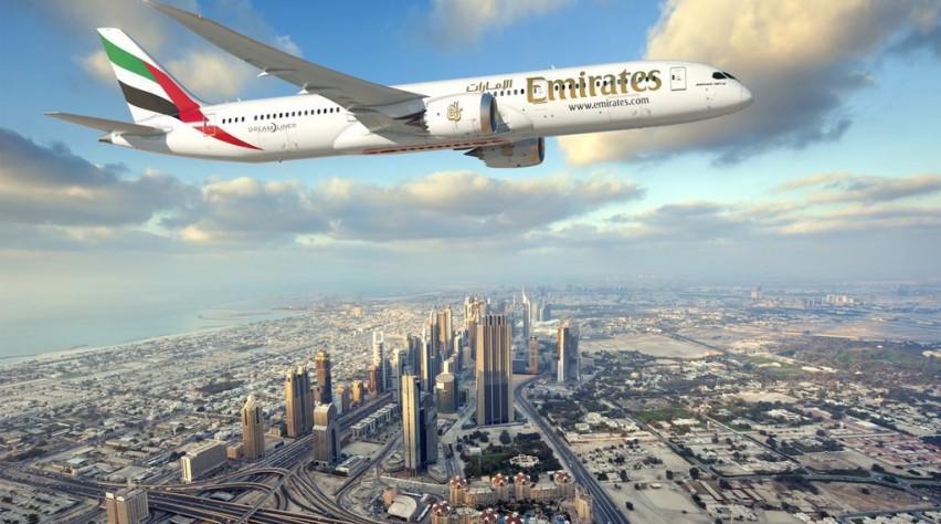 Computeranimatie van een 787-9 in Emirates-livery