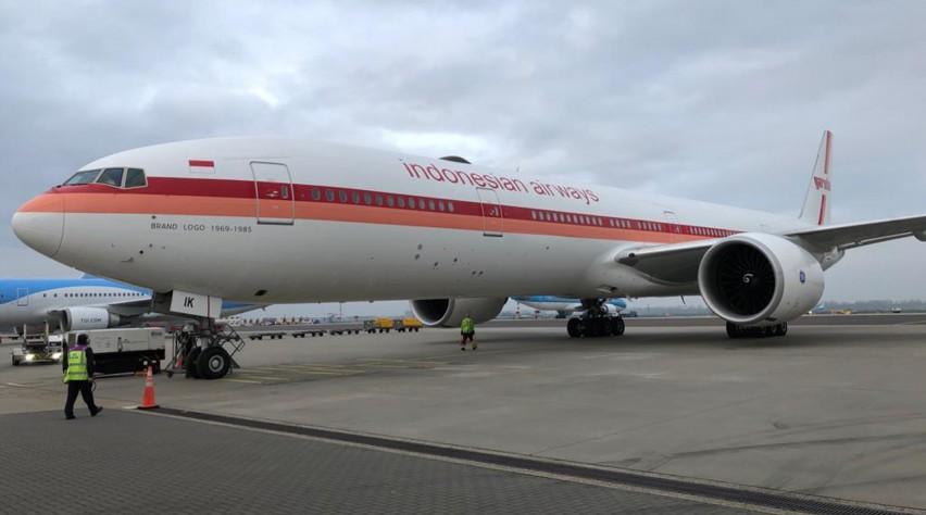 Garuda Boeing 777 retro