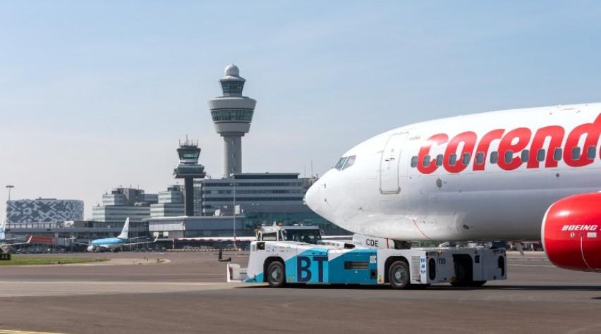 Taxibot Corendon Schiphol