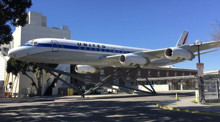 United Airlines DC-8