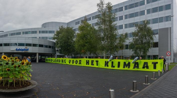 Greenpeace protest Schiphol