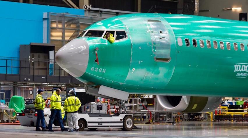 Boeing 737 10.000