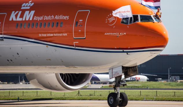orange pride, rio, boeing 777-300