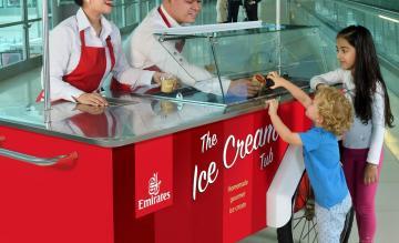 Emirates deelt ijs uit
