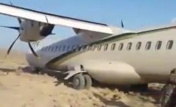 PIA ATR72 naast de baan