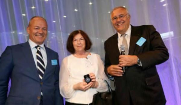 Harm Kreulen (l), Patrick Alexandre en Platinum for Life deelneemster Rita Pinedo Harvey