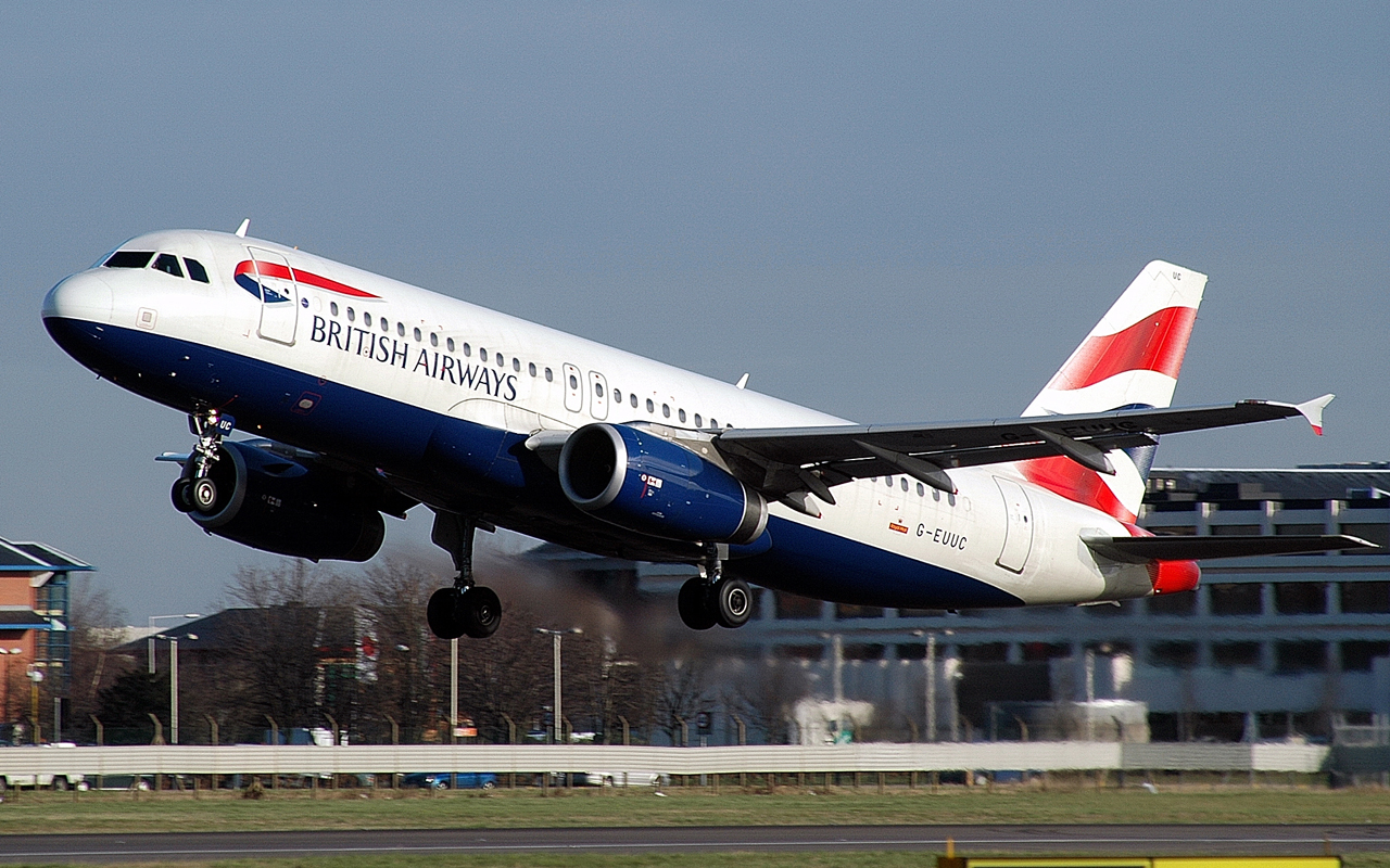 British Airways owner considering bid for transatlantic rival Norwegian