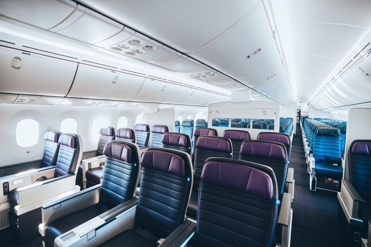 United Boeing 787-10 Premium Economy