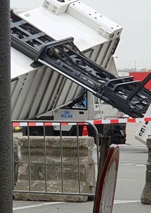 https://www.luchtvaartnieuws.nl/sites/default/files/website_633x300/slider-airports/ambulift-schipholcjordy-1200_2.jpg