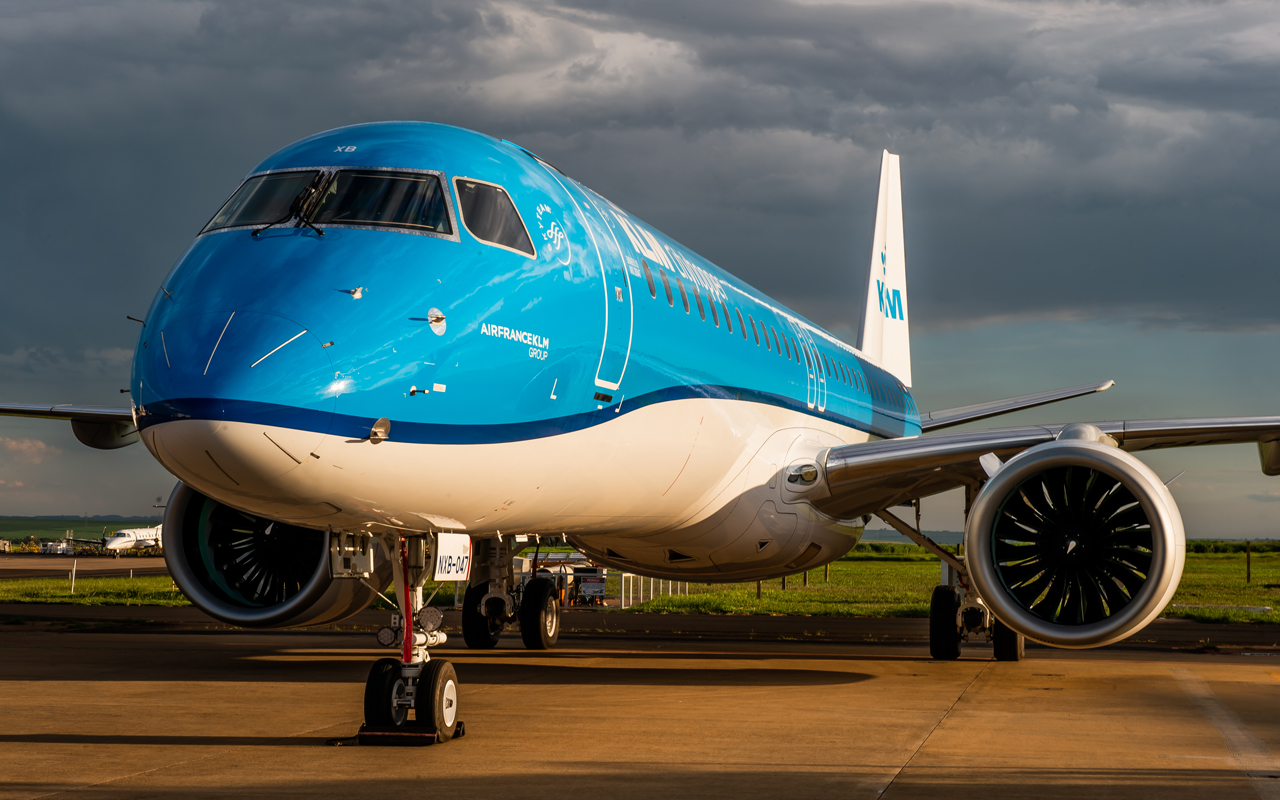 Tweede E195-E2 voor KLM geland op Schiphol - Luchtvaartnieuws.nl
